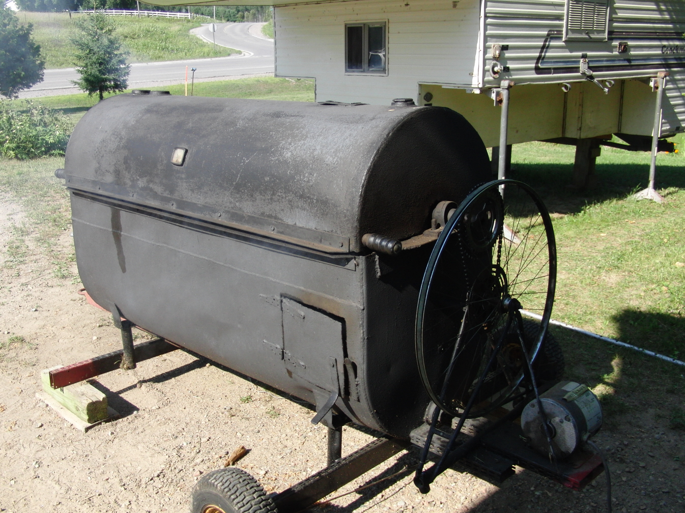Tailgatesmoker additionally Hechos De Madera 111281 as well 1941 HUDSON PICKUP 81812 furthermore Bl together with 3170335 Dolly Plans For A C3 Body. on wood car rotisserie